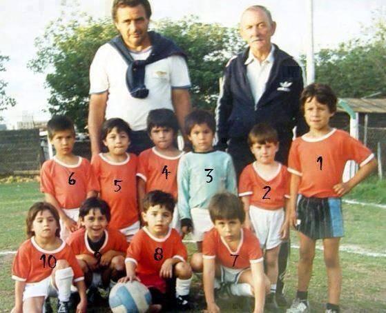 Apa kalian tahu siapa anak no 2 ?? Itu adalah Pesepak Bola yang sangat Populer, yaitu Linoel Messi !! Saat itu ia masih kanak kanak, :) Imut ya :) Gimana menurut kalian ?, Mirip ?