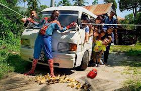 Wow Spider-Man ada di Papua. Klik WoW jika Kmu Suka !!!