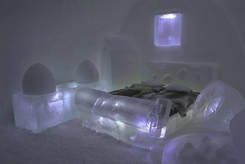 memiliki desain kamar yang unik dan berbeda satu sama lain membuat Ice Hotel mendapat julukan hotel terunik di dunia.meski begitu,rasanya untuk ukuran Indonesia akan sangat jarang yang bersedia tidur di hotel super dingin tersebut. WOWnya ya.