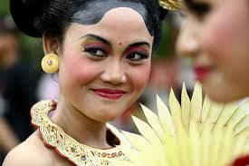 Berdasarkan hasil survei The Smiling Report 2009 dari AB Better Business yang berbasis di Swedia, Indonesia adalah negara paling murah senyum di dunia SUDAH KAH ANDA SENYUM HARI INI ??? AYO ORANG INDONESIA SENYUM DAN WOW NYA! KEEP SMILE :)