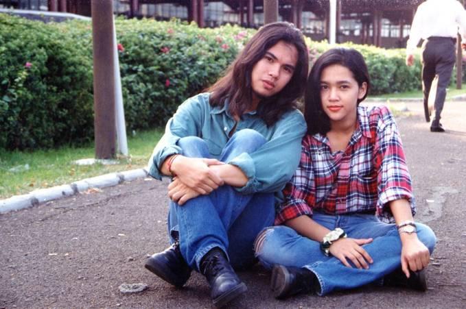 Wiih... Ini dia foto pasangan Ahmad Dhani dan Maia Estianty saat masih pacaran. So sweet bangets, bikin ngiri deh.