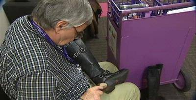 Penyemir Sepatu Sumbang Rumah Sakit Rp 1,9 Miliar. Dana itu terkumpul dari tip yang dia terima selama lebih dari 30 tahun bekerja. Mau kasih pendapat? baca http://kom.ps/ADvE6v *WOW* *WOW* *WOW* WOW*