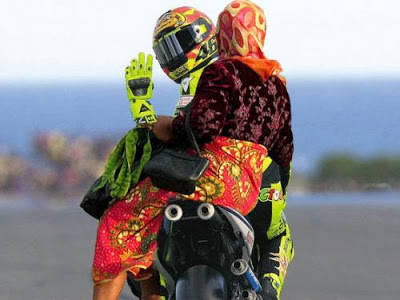 habis selesai balapan di moto GP.....terus pulang jemput nyokap