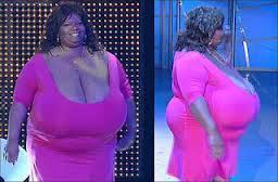 Wow payudara wanita ini besar sekali...!