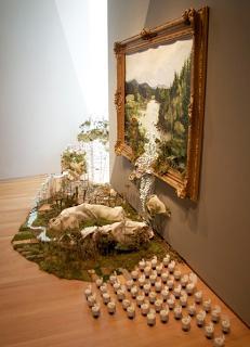 Indah dan kreatif, sebuah seni yang diciptakan oleh seniman asal Amerika Gregory Euclide. Lukisan air terjun 3 dimensi, kalau dilihat lukisan ini seperti lukisan dua dimensi, namun yang membuat lukisan ini menjadi tiga dimensi adalah sebuah air