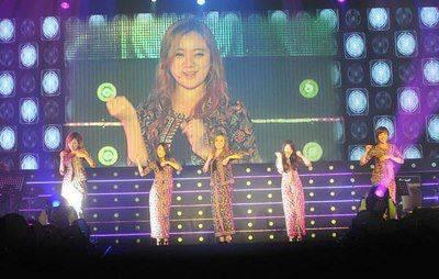 Girl Band Wonder Girls Memakai Baju Kurung Ke Bayak BATIK WOW Bahkan Orang Korea Sangat Gemar Pake Baju Batik Kita Kapan?.. Di suatu acara Girl Band Wonder Girls memakai baju kebaya batik dan katanya ini membuat penampilan kami lebih sopan