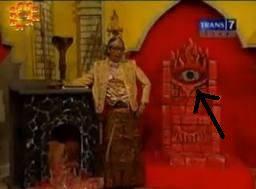 Gw gax tau ini OVJ tayang hari apaan..,,??? tpi yg gw sesalin di gambar tsb ada lambang illuminatinya.., :(