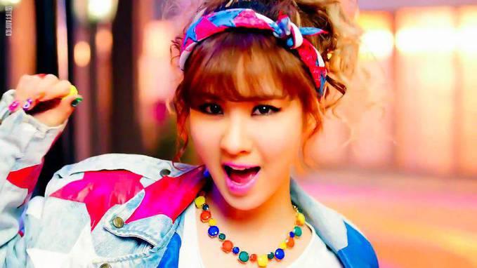 Fakta: 1. lahir di Seoul, Korea Selatan. 2. ia adalah anak tunggal. 3. Seohyun sangat Suka main piano. 4. Ia Sangat cinta sama Keroro dan sangat baik dalam menirukan suara keroro. 5. Member SNSD yang paling sabar. 6. Seohyun pernah menjadi mode