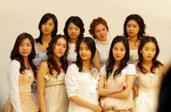 Wow, ini snsd sebelum oplas:) Yang gak kelihatan berubah banget cuman Yoona sama Sooyoung yaa:)