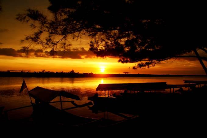 Allah maha besar... keindahan sunset di pantai glagah indah, wates, kulon progo..... pengen ke sana lagi euy... buat agan-agan dan aganwati sekalian yang di tinggal di daerah jawa tengah dan yogya mungkin sudah pernah ksana....