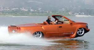 Generasi baru kendaraan amfibi lahir awal bulan ini. Mobil yang tampilan fisiknya menyerupai mobil sport produksi perusahaan otomotif California WaterCar tersebut bernama Phyton. Konon, kendaraan ini berharga sekitar Rp1,8 miliar.! WOW :o