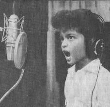 Inilah foto kecil Bruno Mars,keliatannya sejak kecil dia suka nyanyi. Lebih ganteng mana Bruno Mars cilik dan Bruno Mars dewasa?