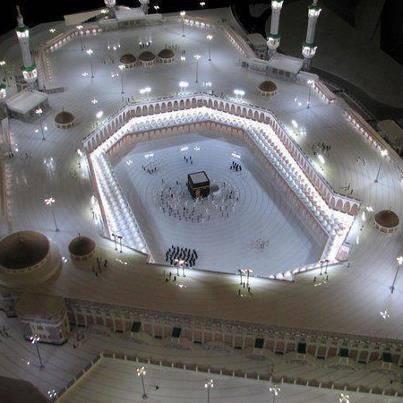 subhanallah~ cantik kan pemandangan kota Mekah dari pandangan atas. BerapaWOWuntuk gambar ni (y)