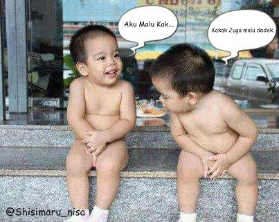 Ni Bayi kembar ga pake baju .... Mau ga kalian jd kakaknya :D Jangan pelit Wow!!