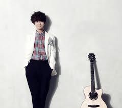 Ad yg Tau in siapa !? The Master Of Guitar Nih !!