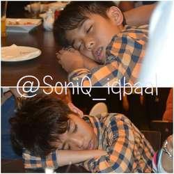 walau gue bukan soniq atau suka cjr-_- tapi gue punya nih foto si Iqbal lagi tidur! Manis juga ya :p