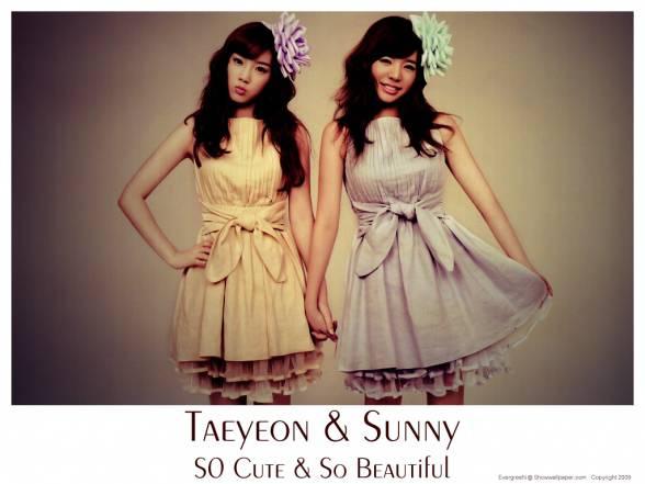 Taeyeon & Sunny :) foto ini udah ada sejak 2010 loh, tapi gw telat liat foto ini TT^TT aduhh hehehe oh iya ... Jangan lupa Download lagunya yg berjudul Taeyeon & Sunny - Its Love lagunya bagus bgt, suaranya Taeyeon & Sunny merdu bgt lohh