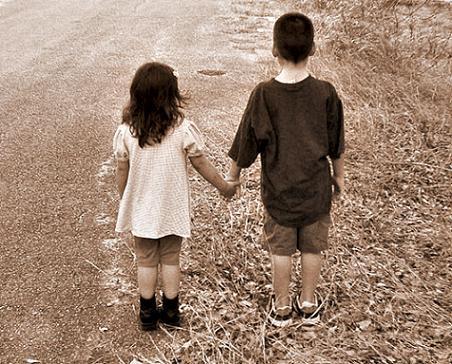 Mengapa Cinta Bisa Singkirkan Sahabat?