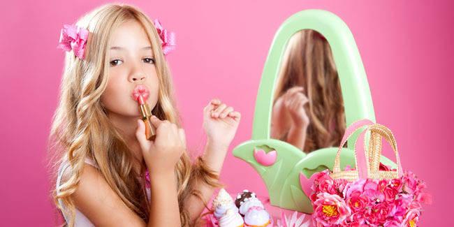 Bahaya Jika Anak Pakai High Heels dan Makeup baca pada coment ya ;) eeeeeeeeeeeehhhhhhhhhhh wownya