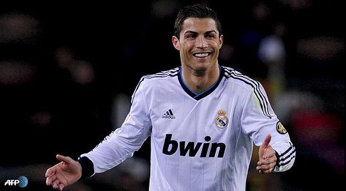 Di pertandingan yang bertajuk El Clasico itu, Madrid sukses menundukkan Barca dengan skor meyakinkan 3-1. Mendapati hasil tersebut, pemain berjuluk CR7 itu memberikan ucapan selamat pada seluruh rekan-rekannya yang telah bermain dengan penampil
