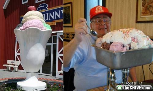 ini dia ice cream terbesar didunia membuthkan bahan bahan yang sangat banyak untuk membuat ice cream ini,ada yang berminat untuk membeli ice crime ini