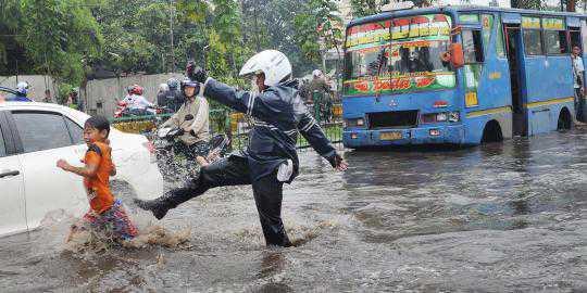 Kejadian lucu pas banjir di Jakarta beberapa waktu yang lalu...