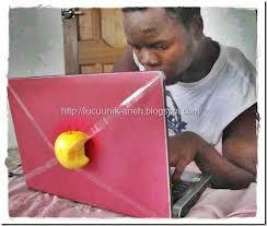 laptop terbaru merek apel. kwkwkkwkwkw