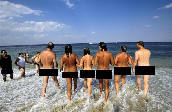Pantai Gunnison (New Jersey, US) Pantai ini adalah satu-satunya pantai telanjang yang dilegalkan di negara bagian Amerika Serikat tersebut, serta menjadi bagian dari Gateway National Recreation Area di Sandy Hook.