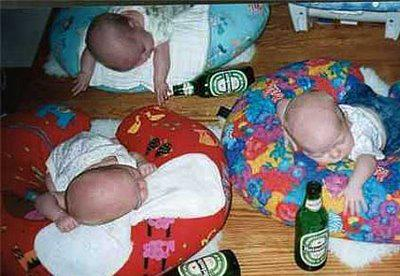 Waahh , kenapa yaa dengan bayi - bayi ini , sampai - sampai mereka teler begitu .. WOW nya donk..