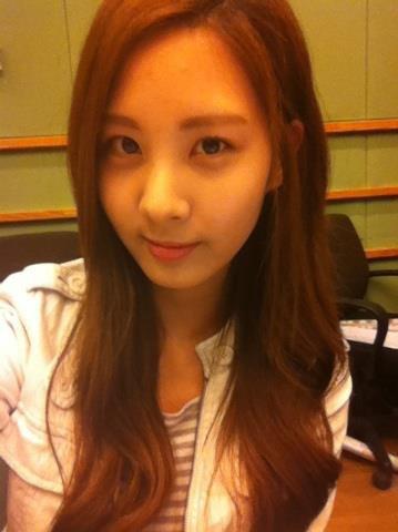 SNSD Seohyun , natural yaaa ^^ yang merasa fans nya klik WOW dong.