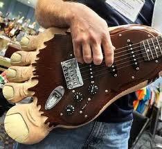 gitarnya mirip apa ayo di jawab