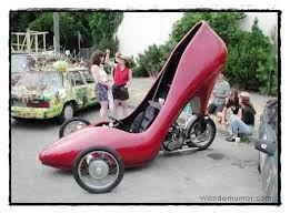 Mobil ini ber-bentuk seperti sepatu high heels....!!!!