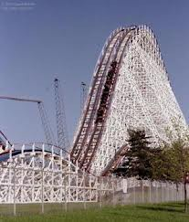 The American Eagle The American Eagle adalah salah satu satu roller coaster yang terletak di Six Flags Great America Gurnee, Illinois Amerika Serikat.
