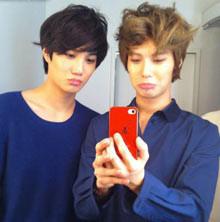 Taemin 'SHINee' dan Kai 'EXO-K' Satu lagi nih member SHINee yang punya kemiripan dengan artis lainnya, yaitu Taemin. Selain wajahnya yang mirip, banyak sekali kesamaan mereka berdua. Apalagi, mereka sama-sama bernaungan di management yang sama