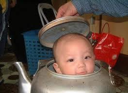 keterlaluan nih orang tua,anak nya mau di rebus... hahahahaha wow donk