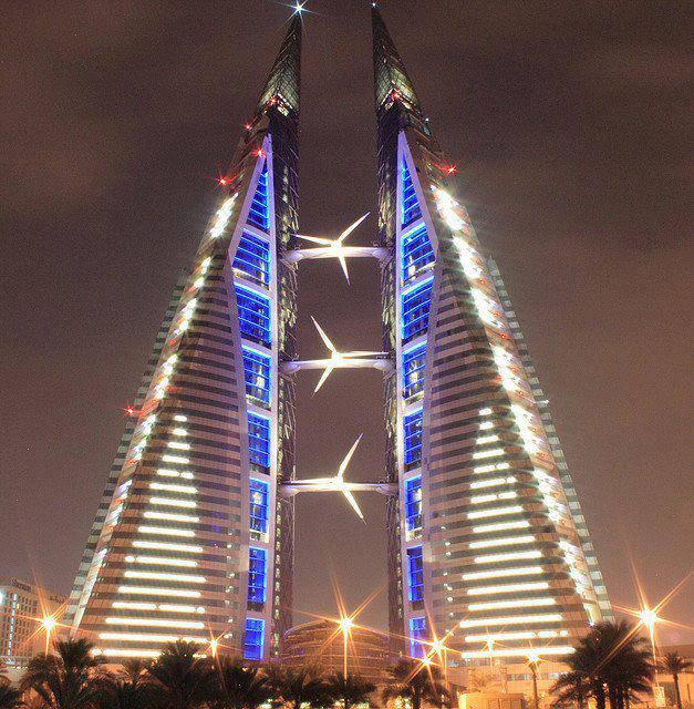 Gedung ini hemat energy karena energy yg didapat dari angin dan matahari dikonversi menjadi energy