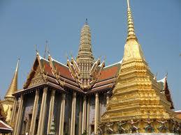 WAT PHRA KAEW (THAILAND), CANDI BUDHA PALING SUCI DI THAILAND Terletak di pusat sejarah Bangkok (distrik Phra Nakhon), di lingkungan Grand Palace.dimulai ketika Raja Buddha Yodfa Chulaloke (Rama I) memindahkan ibukota dari Thonburi ke bangkok