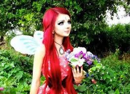 Siapa sih yang gak kenal si cewek Barbie ini ... Kecintaan nya pada Barbie membuat nya ter-inspirasi menjadi Barbie :D Yang bilang keren jangan lupa WOW nya yah :)
