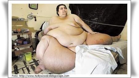 Manusia Terbesar di Dunia Manuel Uribe Garza yang lahir pada 11 Juni 1965 adalah seorang pria yang memiliki bobot tubuh mnecapai 570 kg dan termasuk ke dalam manusia terbesar di dunia. Pria ini termasuk dalam orang-orang terberat dalam sejarah
