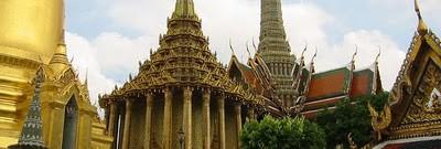 dianggap sebagai candi Budha paling suci di Thailand. Terletak di pusat sejarah Bangkok (distrik Phra Nakhon), di lingkungan Grand Palace.