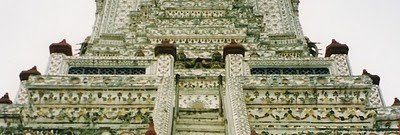 Wat Arun adalah sebuah kuil Buddha (wat) di distrik Bangkok Yai di Bangkok, Thailand, di tepi barat Sungai Chao Phraya.