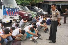 Inilah gara-gara BOLOS sekolah terus TAWURAN,,, inilah akibatnya !!! Mau ???