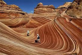 The Wave, Arizona The Wave adalah formasi batu pasir yng terletak di Amerika Serikat di dekat perbatasan Arizona dan Utah di lereng dari Coyote Buttes, di padang gurun Canyon-Paria termasuk Vermilion Cliffs, di Dataran Tinggi Colorado