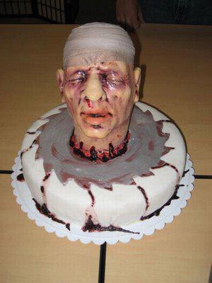 kue ini bentuknya aneh, seperti kepala manusia beneran. ada yang mau coba?