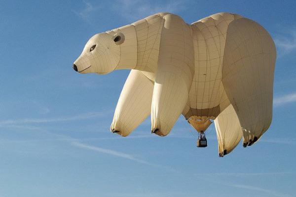 Ada beruang terbang! hehe bukan nak, itu Polar Baloon!