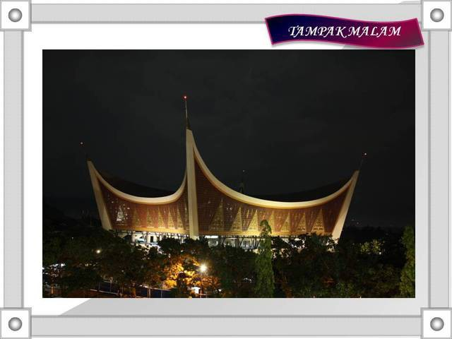 Mesjid Raya Sumatera Barat...!!! Mesjid Unik d indonesia, Kubah mesjid yang tidak seperti biasa membuat mesjid ini unik dan ditambah ukiran tradisional di sekeliling mesjid menambah nilai seni yang tinggi..!!! *Urang awak jan lupo WOW nyo yo..
