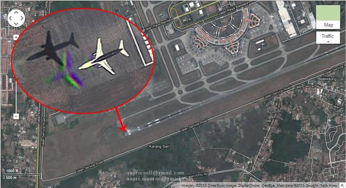 gan... coba deh... buka google maps.,... truz search bandara Soekarno-Hatta... Trusz di zoom di bagian ujung landasannya... pasti gan sekalin melihat pesawat yg lagi take OFF... kira2.. itu pesawat pha ea?