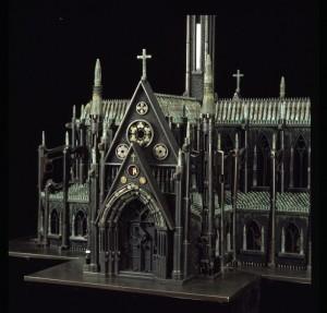 kalian tau nggak gereja ini terbuat dari apa??? tepatnya terbuat dari PELURU!!! kebayang nggak? kalau anda bilang unik, mana wownya?????
