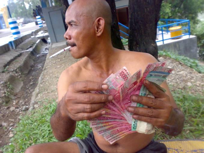 tuyul loba duit...... :)