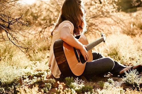 Belajar gitar spya suatu saat nanti kalo ketemu Suju bisa persembahin lagu buat mereka (??????)?